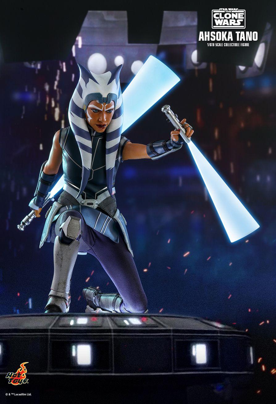 Ahsoka Tano lightsaber blade in motion