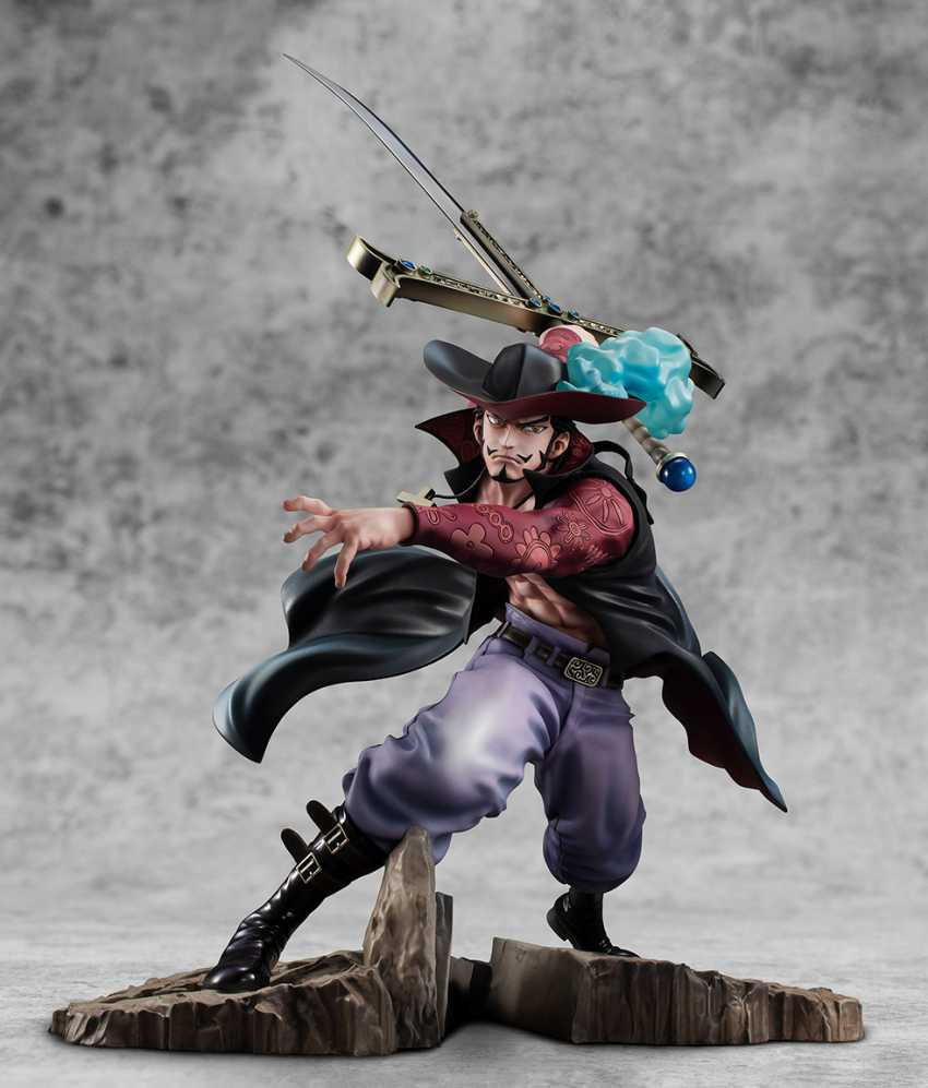 Dracule Mihawk figure